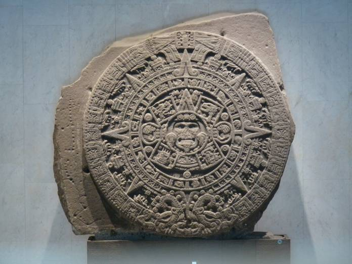 Batu kalender Aztec Aztec, juga disebut Batu Matahari, dipamerkan di Museum Antropologi Nasional, Mexico City.
